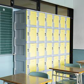 普通教室にロッカー&クーラー完備